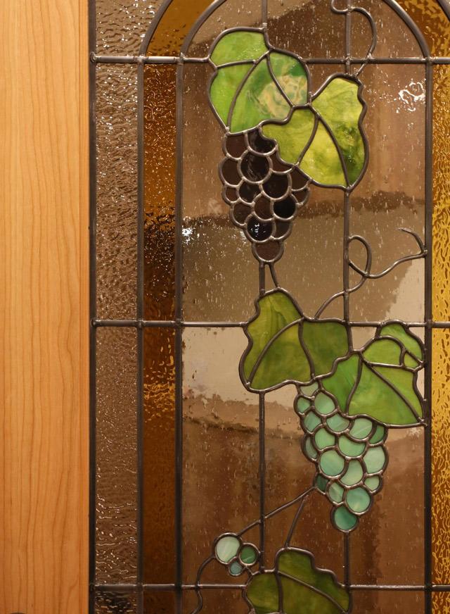 ステンドグラスを使用した造作ドア