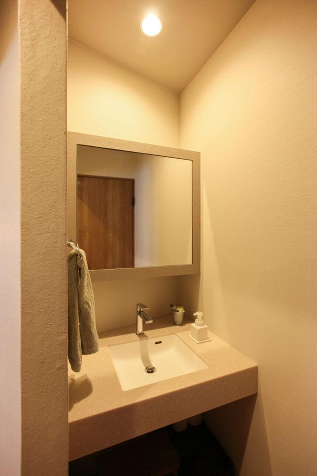 風合いのある左官の塗り壁洗面所