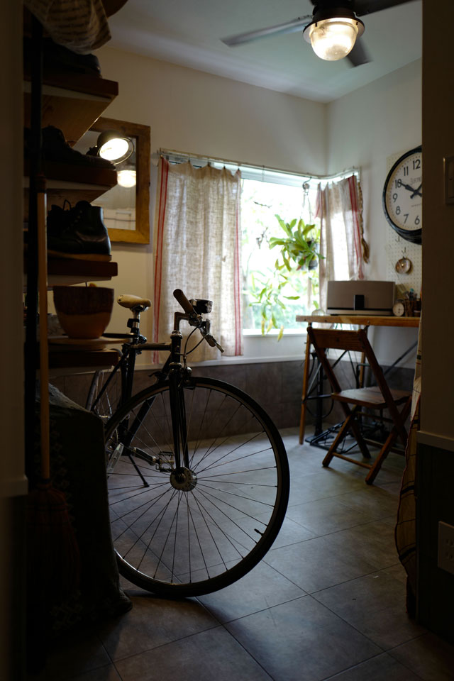 靴収納と書斎を兼ねた玄関クローク